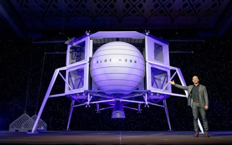 """Илон Маск не упустил случая потроллить главу Amazon по поводу анонса лунного транспорта"""""""