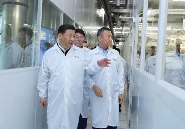 Председатель Китайской Народной Республики Си Цзиньпин на заводе YMTC (XMC)