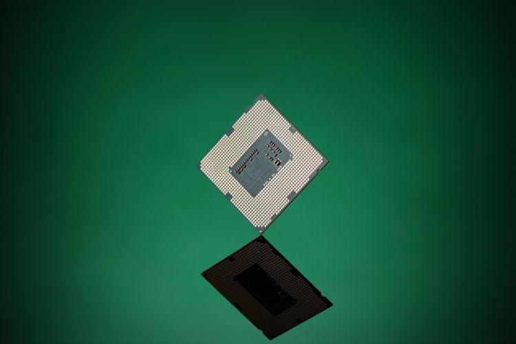 """Новый класс уязвимостей процессоров Intel рискует похоронить Hyper-Threading: вышли заплатки-выключатели"""""""