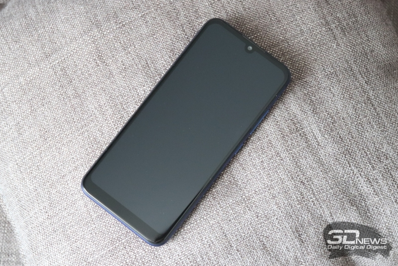 BQ-6040L Magic, лицевая панель: в верхней части экрана – вырез с фронтальной камерой, над ней – разговорный динамик