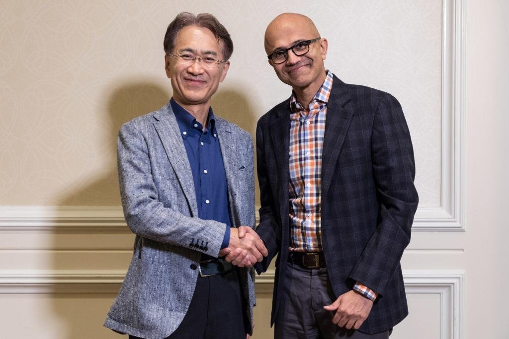 Кеничиро Йошида, президент и генеральный директор Sony Corporation (слева), и Сатья Наделла, генеральный директор Microsoft