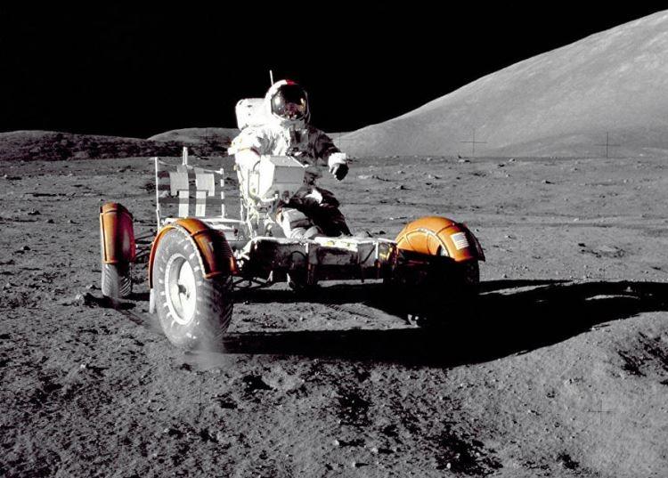 NASA реализует проект по возвращению астронавтов на Луну при поддержке 11 частных компаний