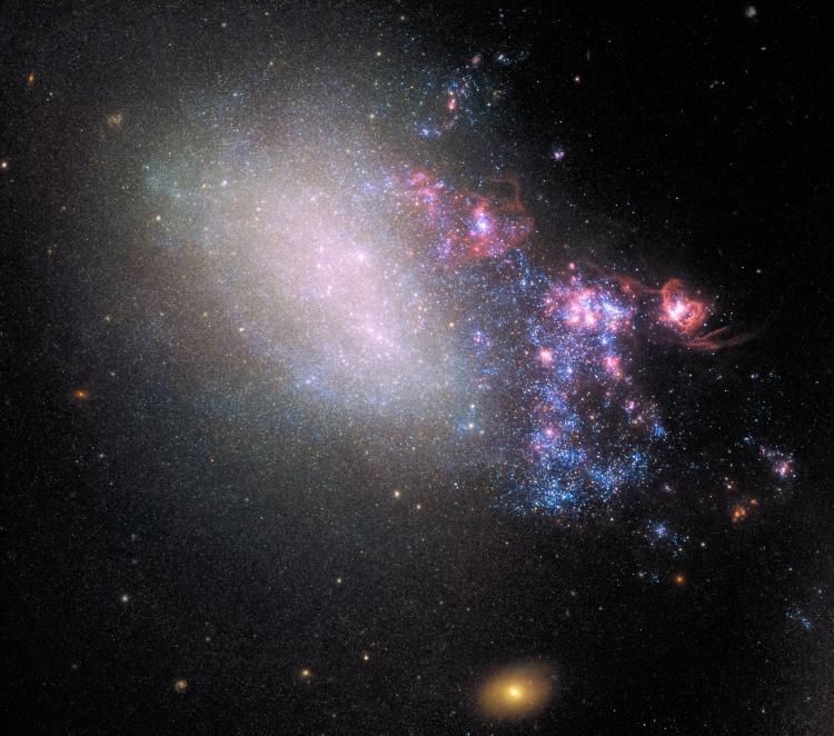 Фото дня: «двуликая» галактика удивительной красоты
