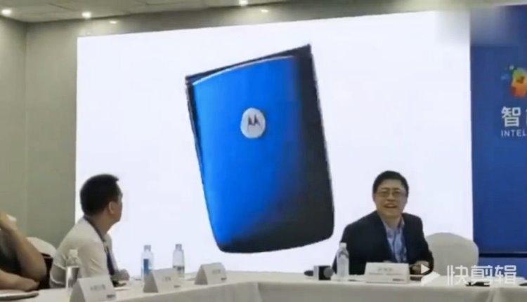 """Lenovo выдала фанатский ролик со смартфоном Motorola RAZR за свой собственный"""""""
