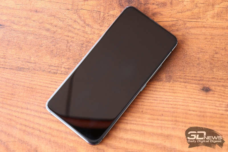 ASUS Zenfone 6, лицевая панель: помимо экрана, на нее выведен только разговорный динамик