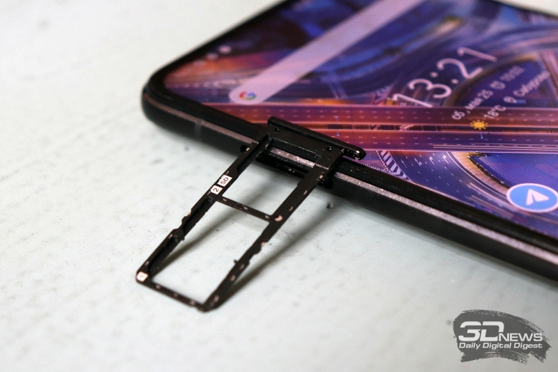 ASUS Zenfone 6, слот для двух карточек стандарта nano-SIM и одной карточки microSD
