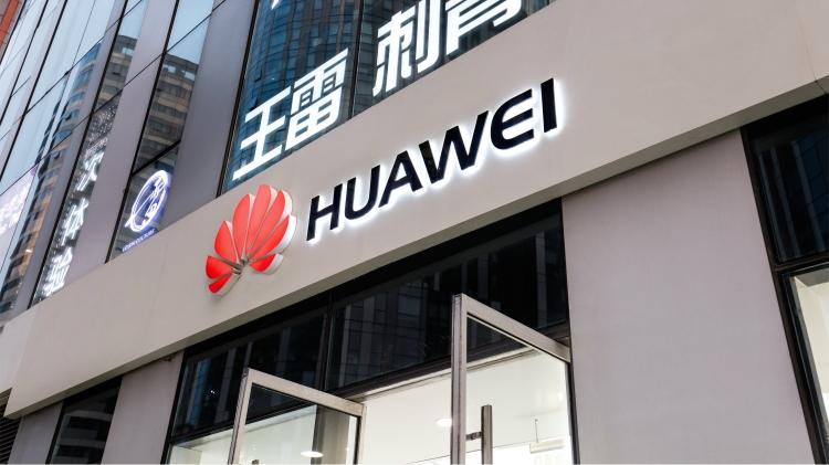 Сообщается, что на данный момент Huawei участвует в 30 проектах по прокладке подводных телекоммуникационных кабелей