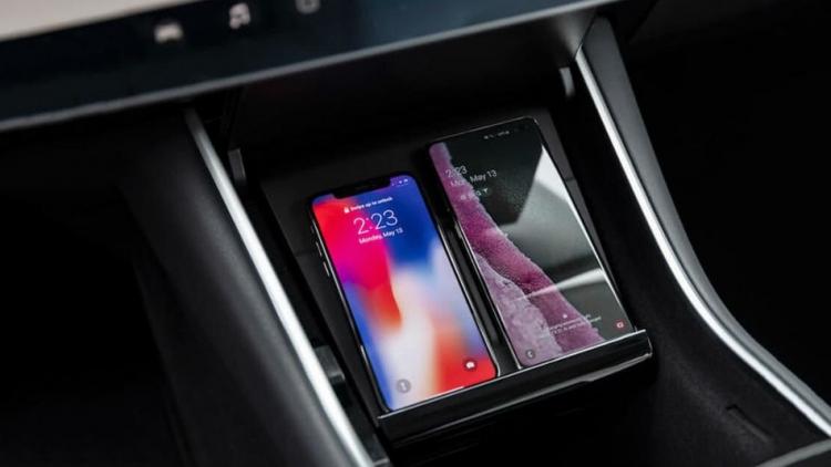 """Аксессуар Tesla Model 3 для беспроводной зарядки телефонов удивил завышенной ценой"""""""