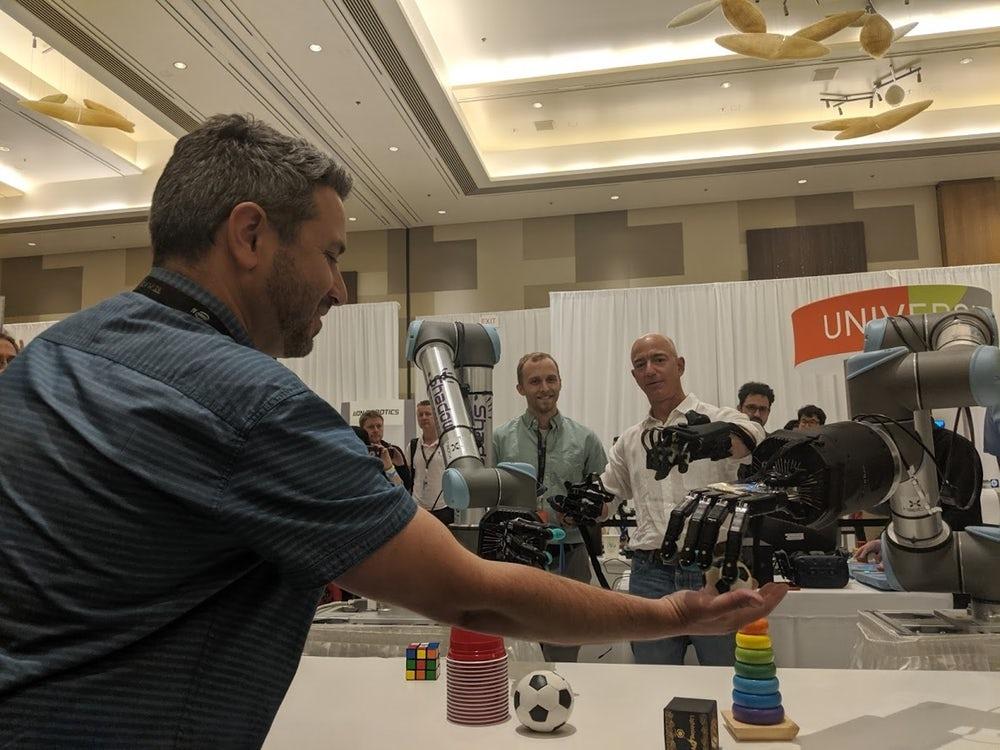 """Джефф Безос опробовал новую роботизированную руку с обратной связью"""""""