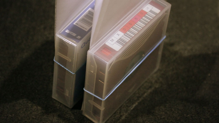Ленты готовятся отправиться в архив на полку
