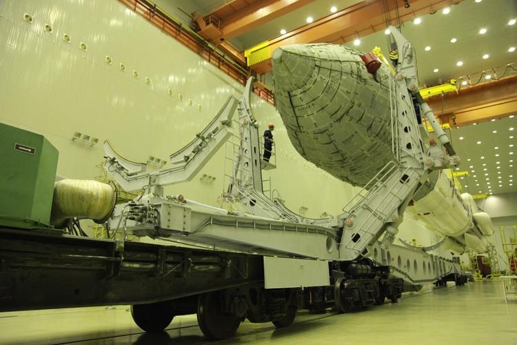"""Ракета «Протон-М» с обсерваторией «Спектр-РГ» установлена на старте"""""""