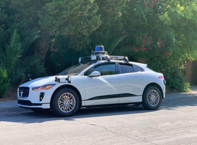 """Компания Waymo вывела электрические кроссоверы Jaguar I-Pace на дороги общего пользования"""""""