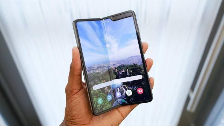 Samsung может выпустить смартфон в стиле Mate X быстрее Huawei