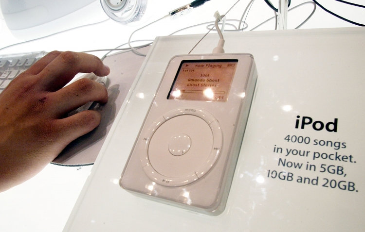 iPod в 2002 году (Mario Tama/Getty Images)