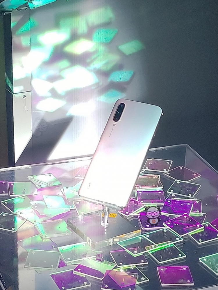 "Технические характеристики и внешний вид Xiaomi Mi CC9 и Meitu Custom Edition"""