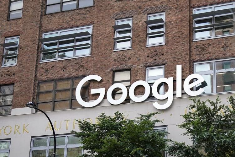 Компании вроде Google после скандалов с АНБ в 2014 году всё активнее внедряют в свои продукты сквозное шифрование (Drew Angerer/Getty Images)