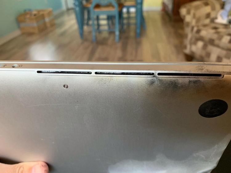 """MacBook Pro одного из пользователей взорвался за 3 дня до объявления Apple об отзыве"""""""