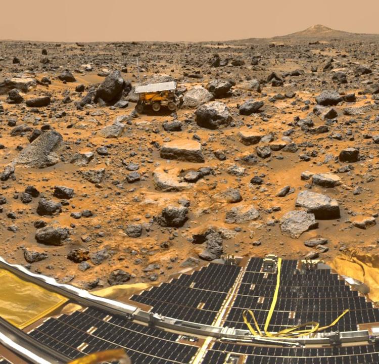 """Фото дня: первый марсоход NASA на Красной планете"""""""
