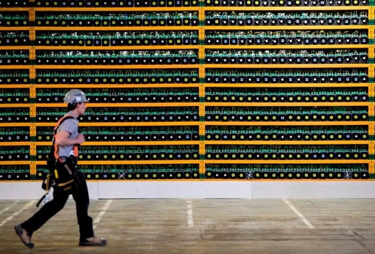 """На майнинг биткоинов уходит больше электроэнергии, чем потребляет вся Швейцария"""""""