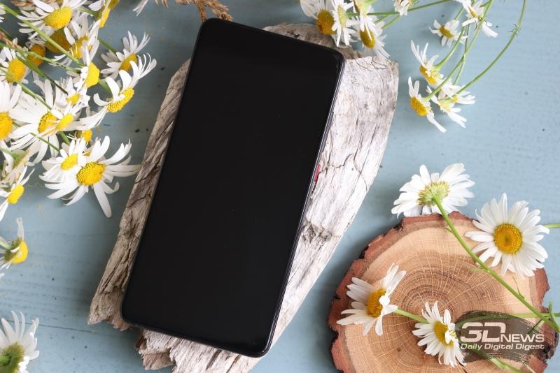Xiaomi Mi 9T, лицевая панель: только дисплей и вырез разговорного динамика; под экраном — сканер отпечатков пальцев