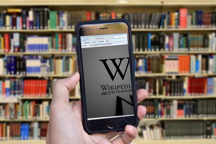 """Минкомсвязь хочет создать отечественный аналог Википедии"""""""