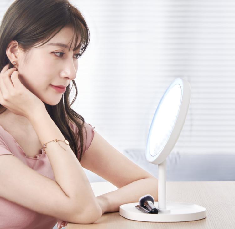 """Xiaomi выпустила зеркало для макияжа с сенсорным управлением и светодиодной подсветкой"""""""