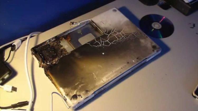 """В Роскачестве назвали причины взрывов смартфонов"""""""