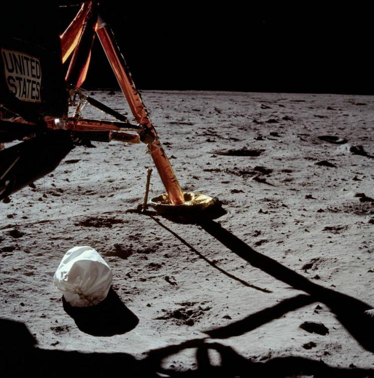 """50 лет назад человек впервые ступил на поверхность естественного спутника Земли"""""""