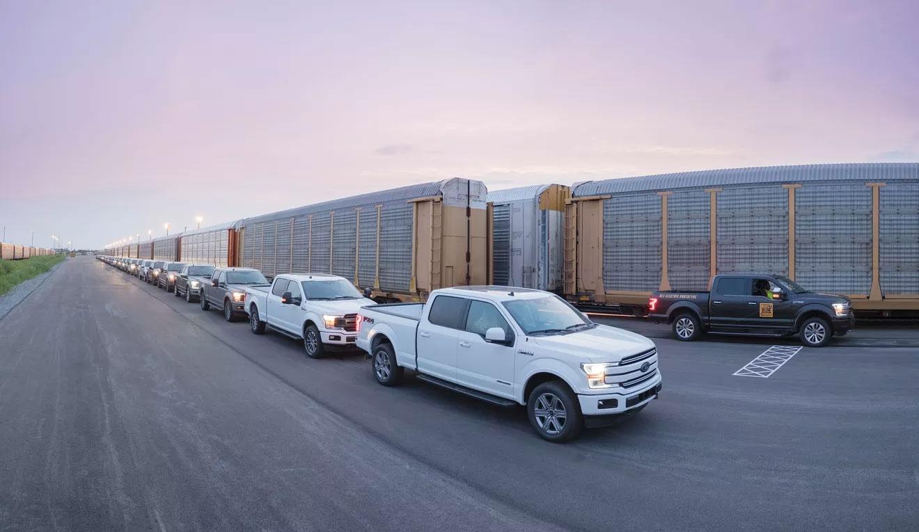 Прототип электрического пикапа Форд F-150 отбуксировал грузовой состав массой 450 тонн