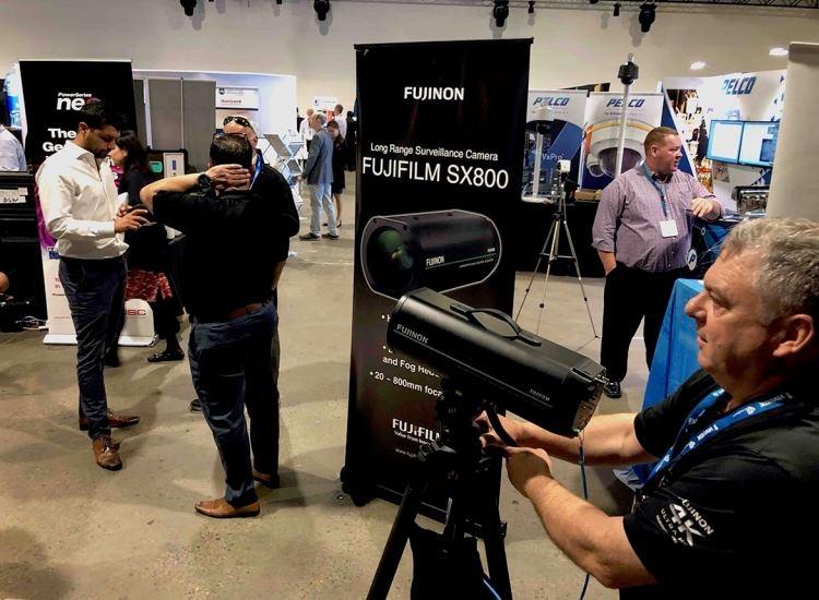 """Камера видеонаблюдения от Fujifilm способна считывать номерные знаки машин на расстоянии 1 км"""""""