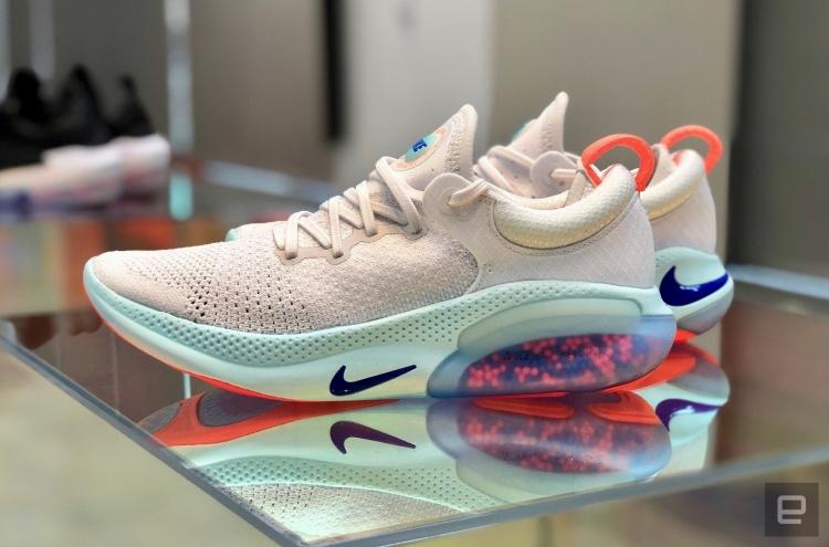 Кроссовки Joyride Run Flyknit стали первой моделью компании Nike, в которых применена новая технология