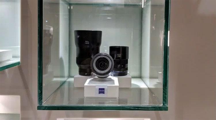 Немецкая Zeiss является продвинутым производителем объективов для фотоаппаратов (Anuj Bhatia/The Indian Express)