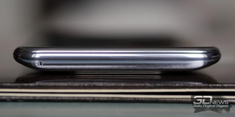 Samsung Galaxy A80, верхняя грань выдвижного блока камеры со встроенным вторым микрофоном