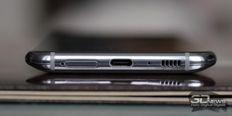 Samsung Galaxy A80, нижняя грань: основной динамик, разъем USB Type-C, микрофон и слот для двух карточек nano-SIM
