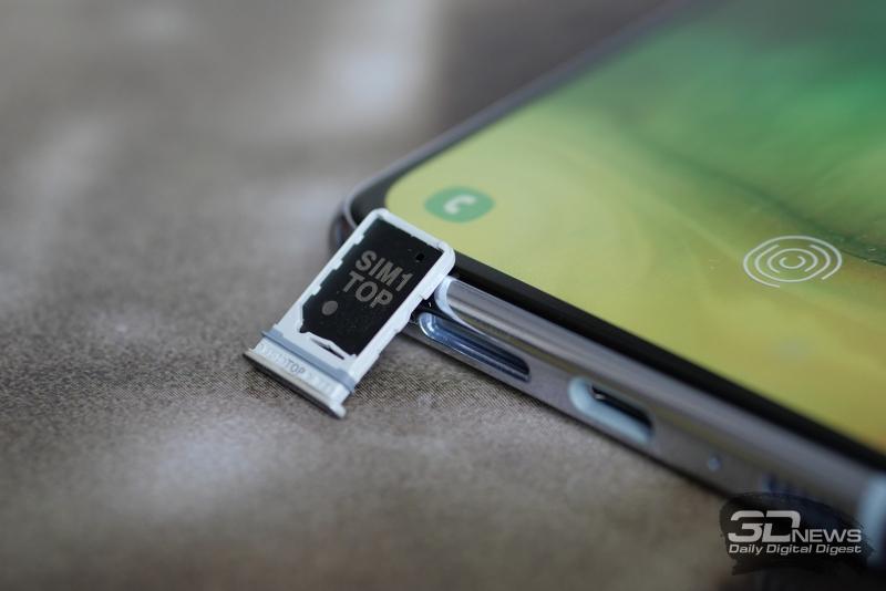 Samsung Galaxy A80, слот для двух карточек стандарта nano-SIM