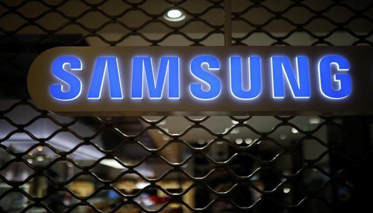"""Смартфон Samsung Galaxy S11 получит «дырявый» дисплей"""""""