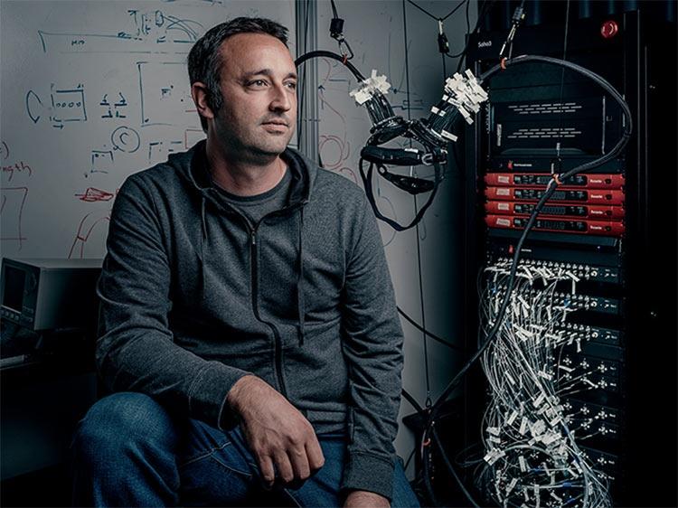 Марк Шевийе — директор команды по разработке интерфейса между мозгом и компьютером в Facebook Reality Labs