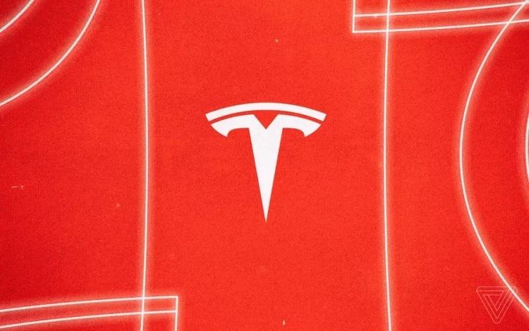 """Семья погибшего в автокатастрофе мужчины пытается взыскать с Tesla более $15 000"""""""