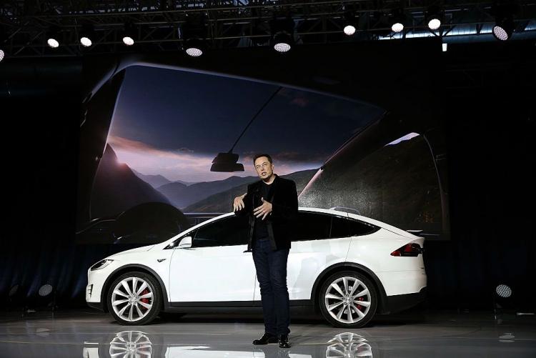 """Для новых покупателей Tesla Model S и Model X предоставят бесплатную зарядку"""""""