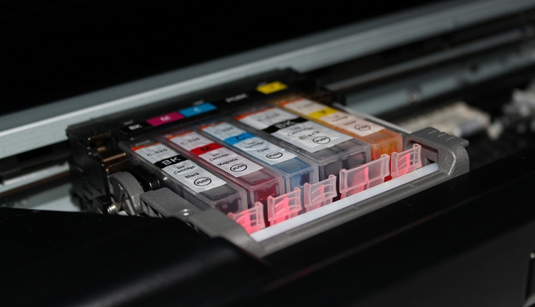"""Спрос на устройства печати в России падает и в деньгах, и в штуках"""""""