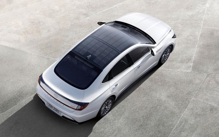 """Первый автомобиль Hyundai с солнечной крышей поступил в продажу в Южной Корее"""""""