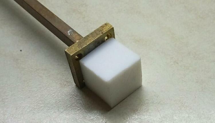 Макет диэлектрической кубической антенны / ТПУ