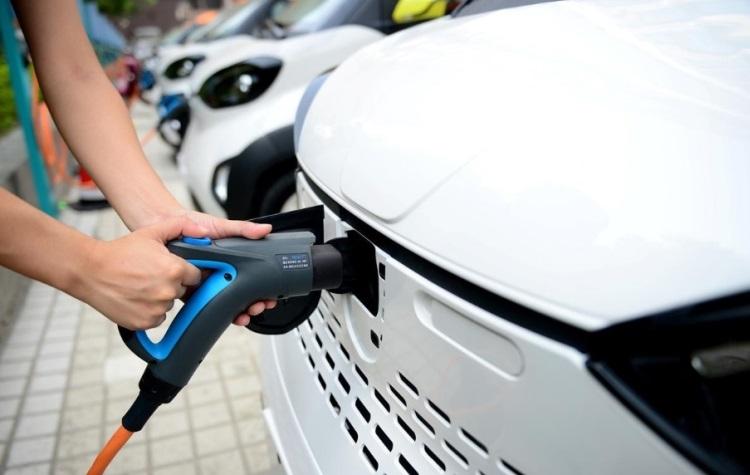 Уровень продаж китайских электрокаров сократился впервые за два года