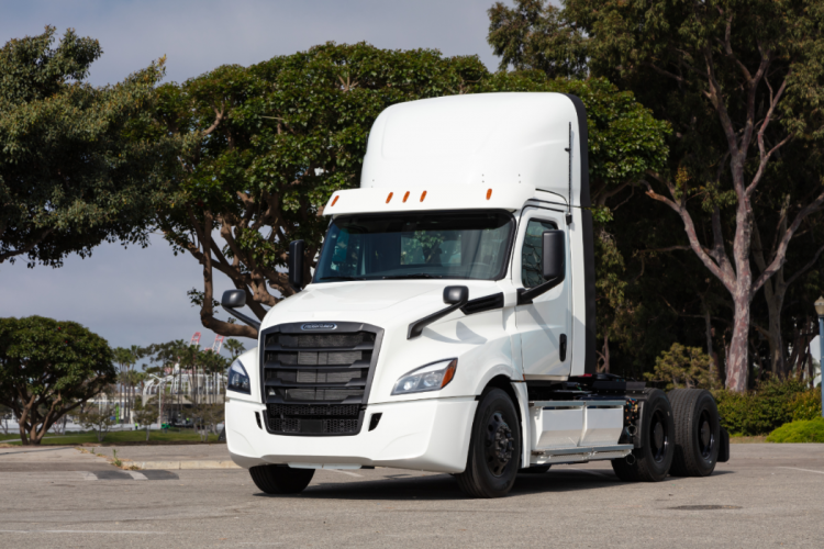 """Первые электрогрузовики Daimler Freightliner eCascadia поступят клиентам"""""""