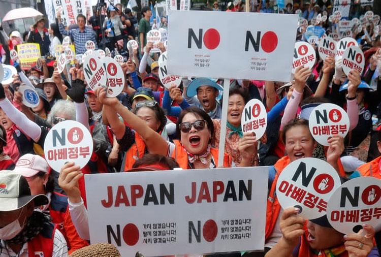 Протесты в Сеуле против японских товаров в стране (AP)