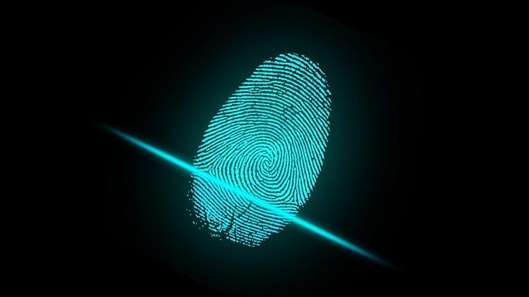 «Сбербанк» позволит оплачивать покупки в магазинах отпечатком пальца