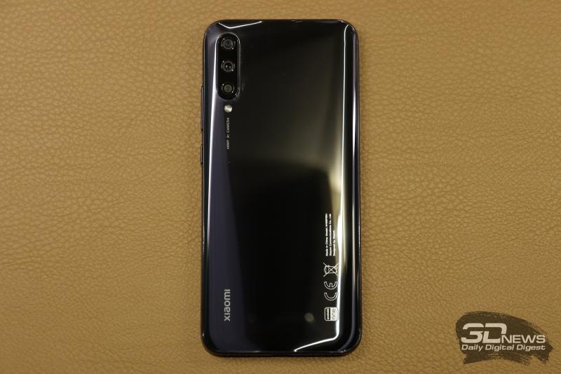 Xiaomi Mi A3, задняя панель: три объектива камеры, одинарная светодиодная вспышка