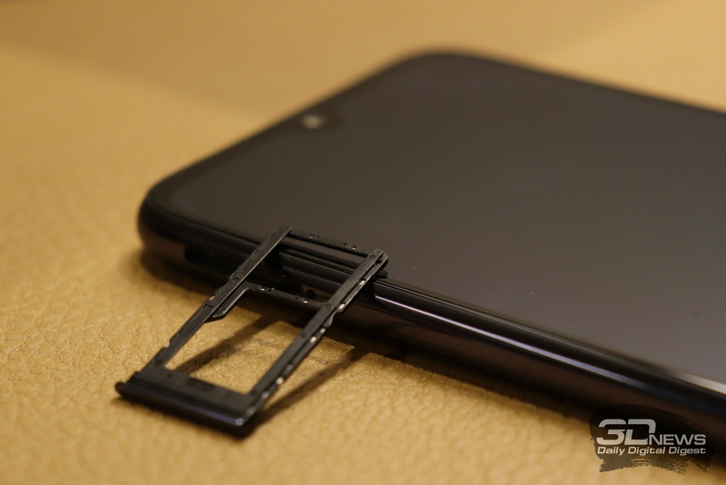 Xiaomi Mi A3, слот для двух карточек стандарта nano-SIM и/или карты памяти microSD