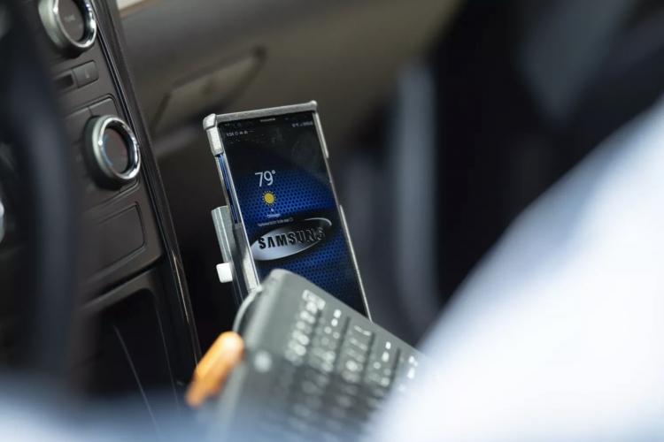 """Чикагская полиция пробует Samsung DeX как замену громоздким автомобильным компьютерам"""""""
