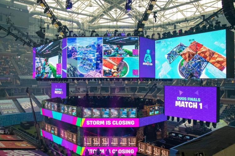 На мировом первенстве по Fortnite в прошлом месяце — за счёт денег о этой королевской битвы Epic Games привлекает эксклюзивы в свой магазин (Brian Finke, The New York Times)